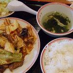 飲茶 居酒屋 香港亭 - 牛肉四川炒めランチセット600円