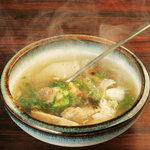 はる山 - アゴハチスープ。長時間煮込んだあご肉とハチノスの食べごたえは最高!