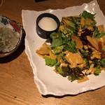 踊る魚 - たこわさ、サラダ