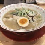 博多豚骨ラーメン伍 - ラーメン(680円)