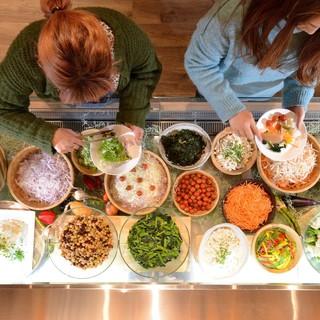 ★常時8種ほどある充実の新鮮サラダバー♪