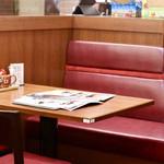 とんかつ マ・メゾン - テーブル席