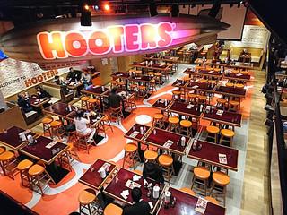 フーターズ 新宿西口店 - HOOTERS 新宿西口店