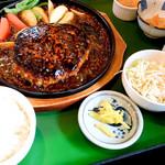 カフェレストラン ガリーン - ご飯、サラダ、ドリンク&スープバー付です。
