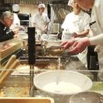 ふたば製麺 - 今夜の厨房は妙齢婦女子の皆様