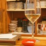 102663820 - 築80年の古民家をリノベーションした、懐かしくほっとする空間で、 洋食出身のシェフが作る創作天ぷらとワインを楽しみました。