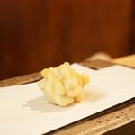 創作天ぷらと炭焼きワイン はかたあゆむ - 鱈の白子。