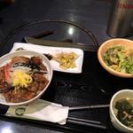 炭火焼肉 明翠園 - 豚カルビ丼(980円)