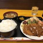 神戸一 - 料理写真:今日火曜日の日替わりの一つ、とんかつ定食550円です(2019.2.26)