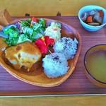 Dining&cafe Holo holo - ロコモコプレート(ロコモコ丼、スープ、煮物、お飲み物(コーヒー)付き)(1000円)