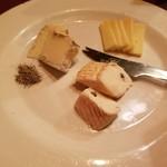 SAKANOVA - チーズの盛り合わせ 980円