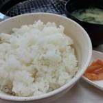 焼肉松坂 - ごはんは中。次からは小にしよう。しょうにしよう(/ω\)