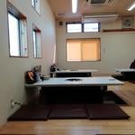 焼肉松坂 - 奥の部屋。6卓あります。