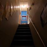 メキシカン・バー ソル・マリアッチ - 階段を抜けて扉を開けると、バーとしてはかなり広いスペースが広がる