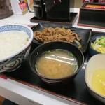 吉野家 - 牛皿定食500円、+30円でライス大盛り