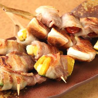 地鶏を使ったこだわりの串焼きや豚巻野菜串が人気