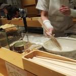 ふたば製麺 - ランチタイムは若めの女性たちが奮闘!