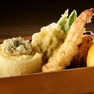 軽い食感のヘルシーな天ぷらを引き立てる、特製チーズフォンデュ