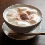 トライシクルカフェ - マシュマロ入りホットミルクで女子喜ぶ