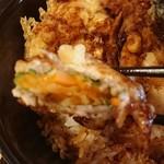 ごはんとてんぷら  ひねもすのたり - ニンジンの大葉巻きの天ぷら