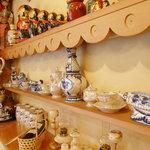 六本木 バイカル - 店内に飾られたロシアの民芸品