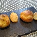 ラ・コクシネル - グジェール と 玉葱とベーコンのマドレーヌ