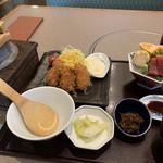 かごの屋 - 「牡蠣フライとお造り定食(¥1590)」