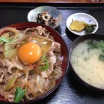 多楽福亭 - 料理写真:豚丼800円+生卵50円