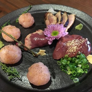 朝引き鳥造り盛り!価格は2人前税別¥2000です。