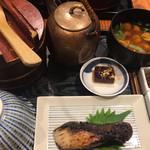 おひつ膳 田んぼ - 由緒正しい日本の食卓である