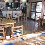 竜神庵 - 厨房方面、緑色の張り紙に「新そば」の文字・・