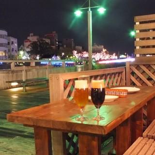 こだわりの夜景を見ながら新鮮なビールを♪