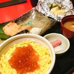 102715922 - 『羅臼定食』税込1,320円                       『いくら丼』税込400円