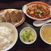 タイガー餃子会舘 - 料理写真:マーボ豆腐と焼餃子4個定食