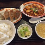 タイガー餃子会舘 - マーボ豆腐と焼餃子4個定食
