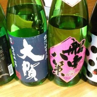 スッキリ系~辛口まで。季節ものの日本酒は福岡の品がメイン◇