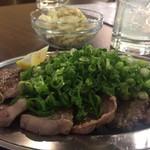 ヤキブタ酒場 大門屋 - 豚タン塩焼きだったかも ネギがすごい