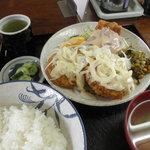 やおとく食堂 - 料理写真:メンチかつ定食 600円 (2011.8)