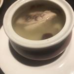 梅梅 - 鶏の薬膳スープ