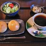 古民家カフェ てら - 料理写真:コーヒーセット(コーヒー、パン、サラダ、デザート(わらびもち)付き)(500円)