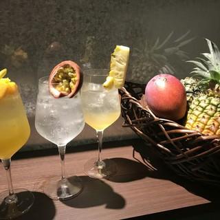 お酒をはじめ、島素材を使ったオリジナルドリンクが大人気。