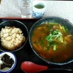 かすみ亭 - 「カレーうどん&たきこみごはん(サービス)」800円