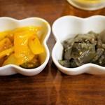 らっきょ&Star - 玉葱とオクラのザブジ(左)、ナスの和風ナムル