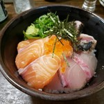 102747061 - 海鮮丼(480円)