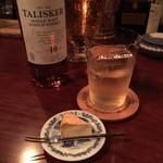 Bar ISLAY - ハイボール、燻製カマンベールチーズ
