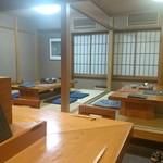 浅草じゅうろく - 店内(カウンターから座敷を)