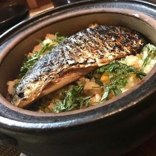 名物の≪焼き鯖めし≫は、出来たての美味しさを土鍋でお届け◎