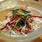 AU GAMIN DE TOKIO - 根セロリとちりめん山椒のミルティコロールサラダ