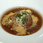 AU GAMIN DE TOKIO - とろとろ和牛ネックの熱々オニオングラタン スープ