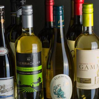 常時13種のグラスワインやカクテルなど*豊富に揃えるドリンク